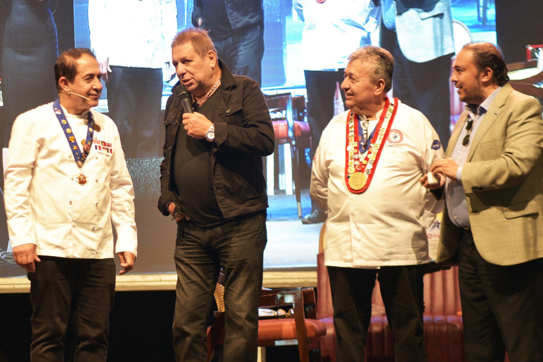 Venezuela Büyükelçisi Bayim Olur musun Fuarında yarışırken, Erman Toroğlu yarışmacı aşçılara tarif verdi